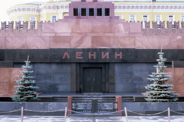 Eighty-seven years have passed since the body of Vladimir Ulyanov, known worldwide under his pseudonym Lenin, was placed in a glass sarcophagus and displayed in a specially built granite mausoleum near the Kremlin wall. - Sputnik International