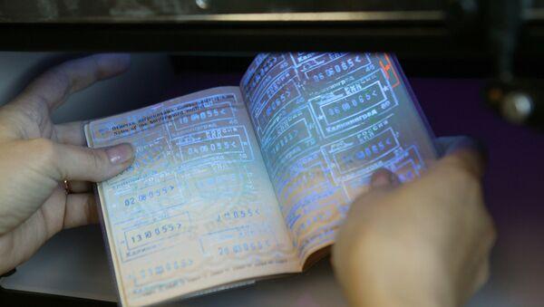 Putin Signs Law on 5-Year Visas for Foreign Businessmen - Sputnik International