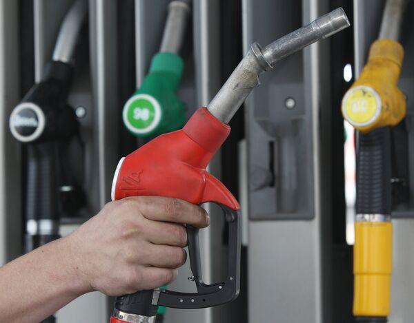 Watchdog demands lower fuel prices after oil stock release - Sputnik International