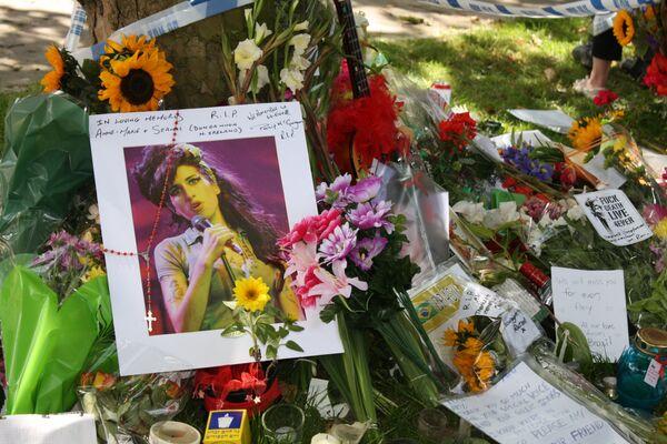 'Angel' Amy Winehouse cremated - Sputnik International