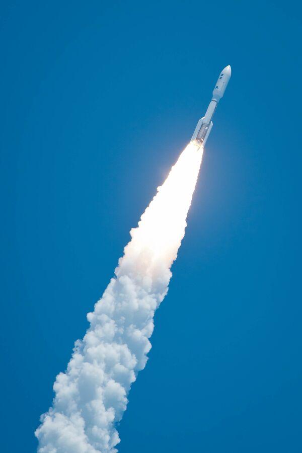 NASA launches Juno probe to explore Jupiter - Sputnik International