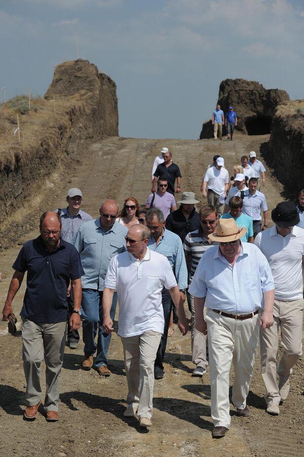 Vladimir Putin turns archeologist - Sputnik International