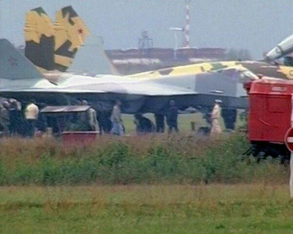 Russia's 5G fighter aborts flight at MAKS-2011 air show - Sputnik International