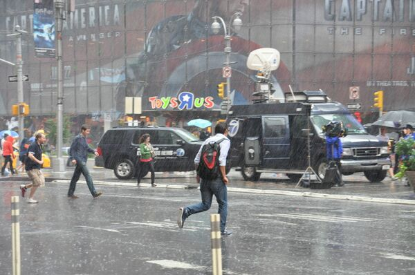 Streets of New York during a pouring rain in advance of the arrival of Hurricane Irene. - Sputnik International