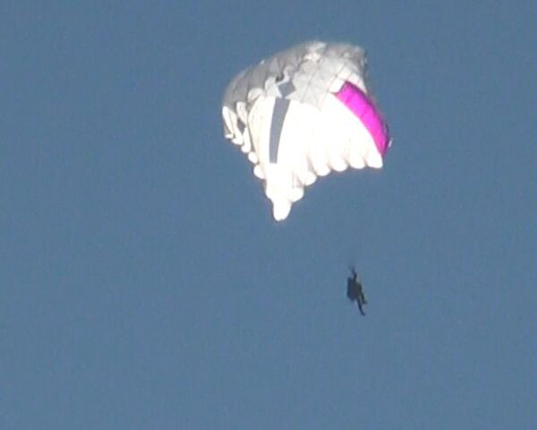 New parachute flies against the wind - Sputnik International