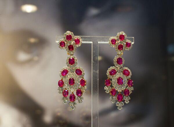 Elizabeth Taylor's Crown Jewels exhibition - Sputnik International