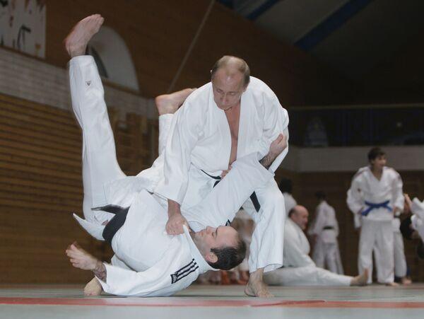Putin to Take up Literature, Sports After Quitting Politics - Sputnik International