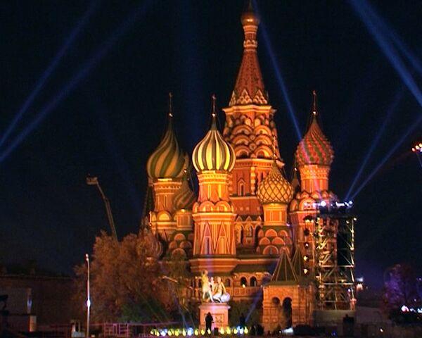 German designer covers Moscow Kremlin walls with roses - Sputnik International