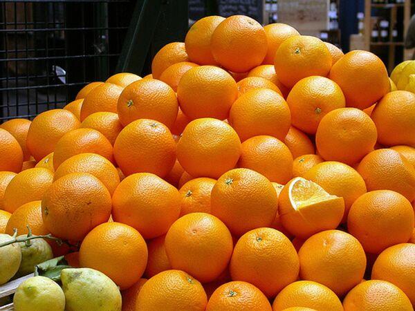 Hungry Mob Ravages 'Orange Flashmob' in Urals - Sputnik International