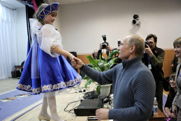 Vladimir Putin pays a working visit to Belgorod Region - Sputnik International