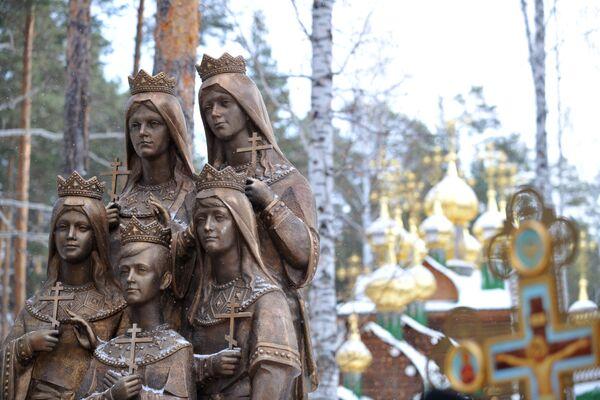 Tsar's Children monument opened in Sverdlovsk Region - Sputnik International