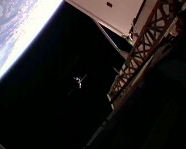 Soyuz TMA-22 docks with ISS: Video from space - Sputnik International