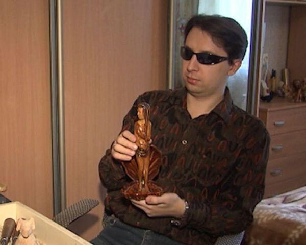 Blind artist carves wooden figurines - Sputnik International