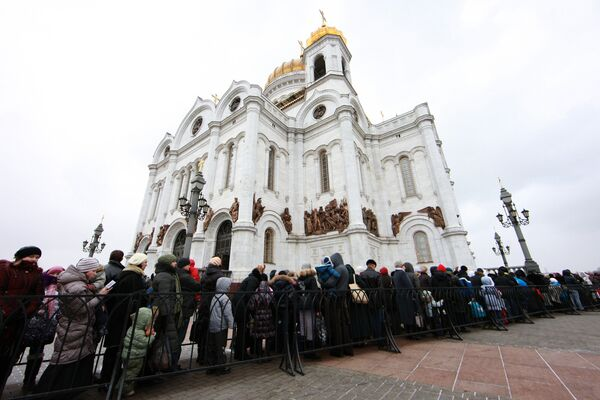 Over 50,000 queue in freezing Moscow to see holy relic - Sputnik International