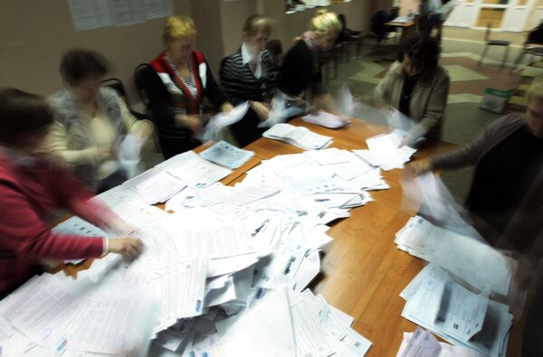 The pro-Kremlin United Russia party has won 238 of 450 seats during elections to the State Duma, the lower house of parliament, marking a significant drop compared to 315 seats after 2007's elections, the Central Election Committee said on Monday. - Sputnik International