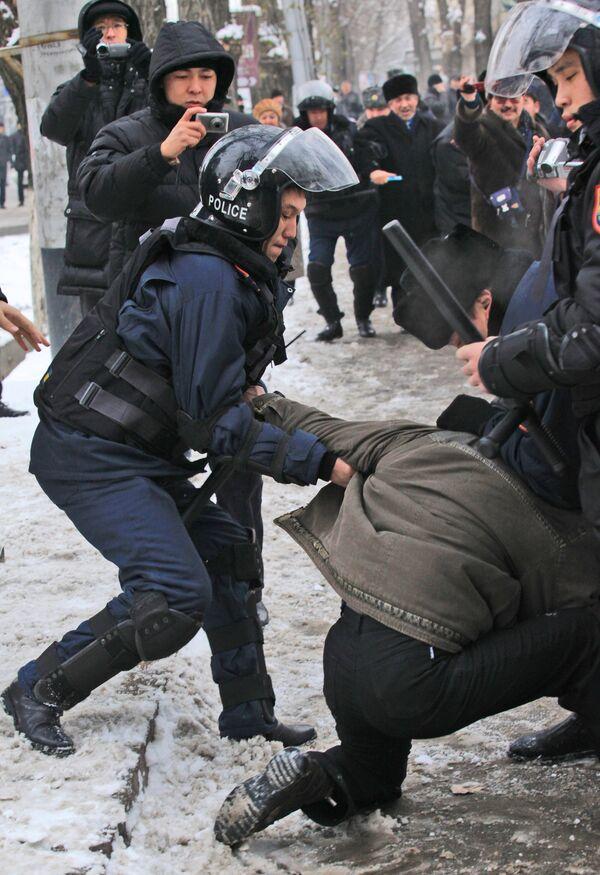 Friday riots in western Kazakhstan - Sputnik International