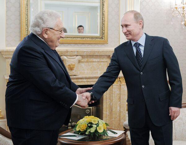 Putin talks politics with Kissinger in Moscow - Sputnik International