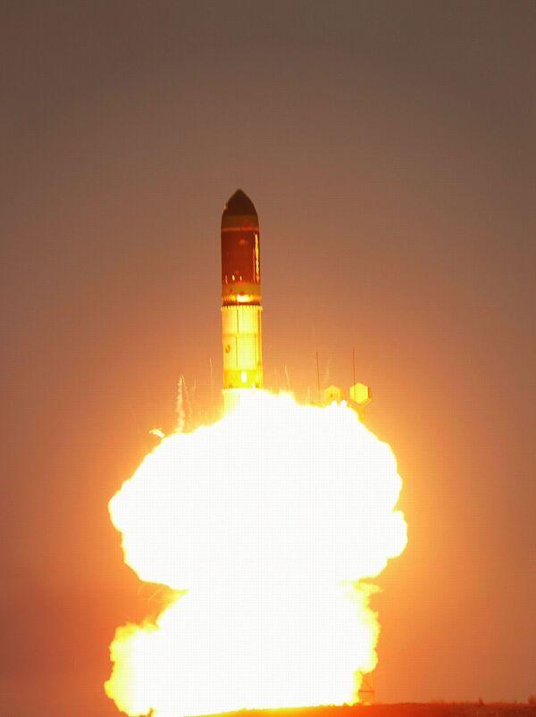 Ukraine, Russia to Launch 2 Dnepr Carrier Rockets in 2012    - Sputnik International