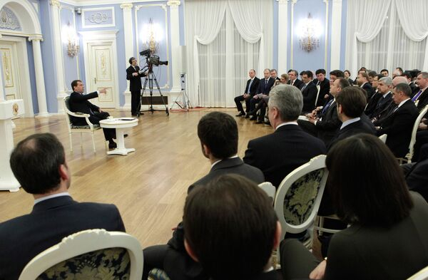 Russian President Dmitry Medvedev at a meeting with representatives of a public committee of his supporters - Sputnik International