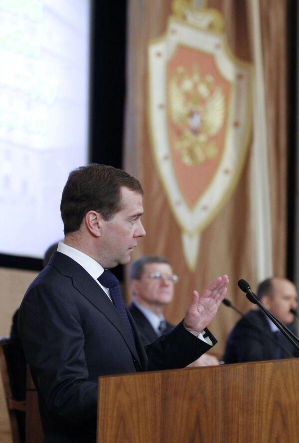 Medvedev Tells FSB to Secure Russia's Arctic Interests - Sputnik International