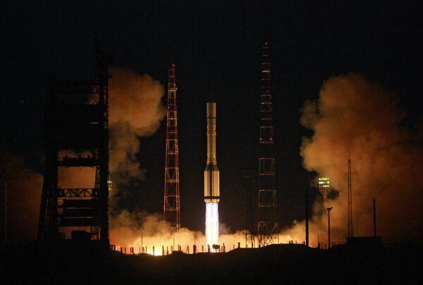 Proton-M rocket blasting off from Baikonur Space Center - Sputnik International