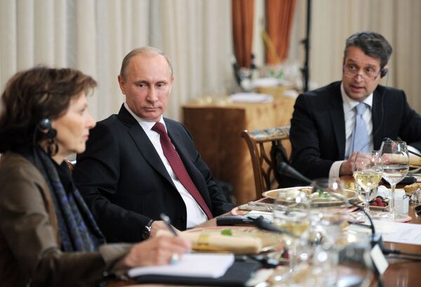 Russian Prime Minister Vladimir Putin at a meeting with editors-in-chief of leading Western newspapers in his Novo-Ogaryovo residence near Moscow - Sputnik International