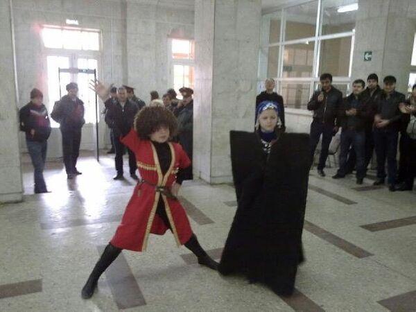 Traditional Caucasian dancing at Russian Elections - Sputnik International