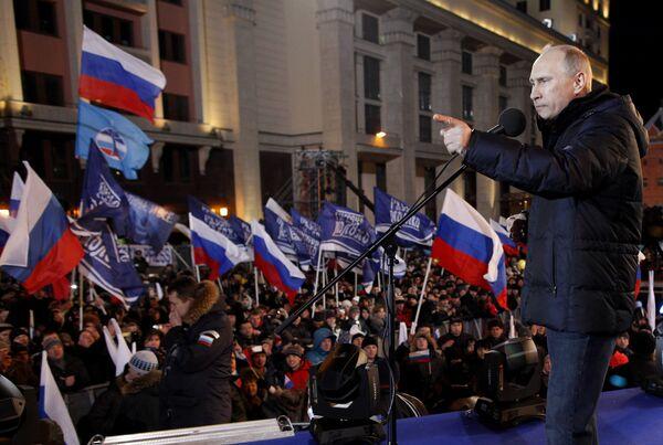 Vladimir Putin addresses supporters - Sputnik International