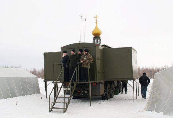 Priests to Test World's Only Paradrop Church          - Sputnik International