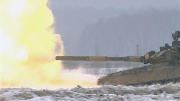 Russian Tank Crews Train to Hit Targets on the Move - Sputnik International