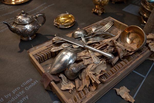 Workers Try to Steal Hidden St. Pete. Treasures - Sputnik International