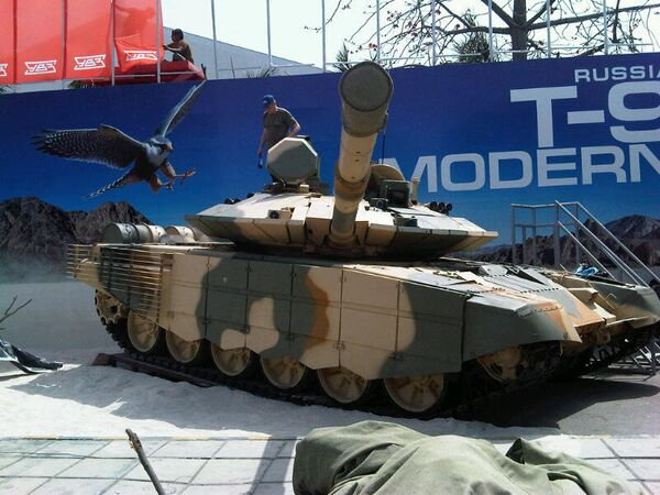 Upgraded T-90 tank at DEFEXPO 2012 exhibition in India - Sputnik International