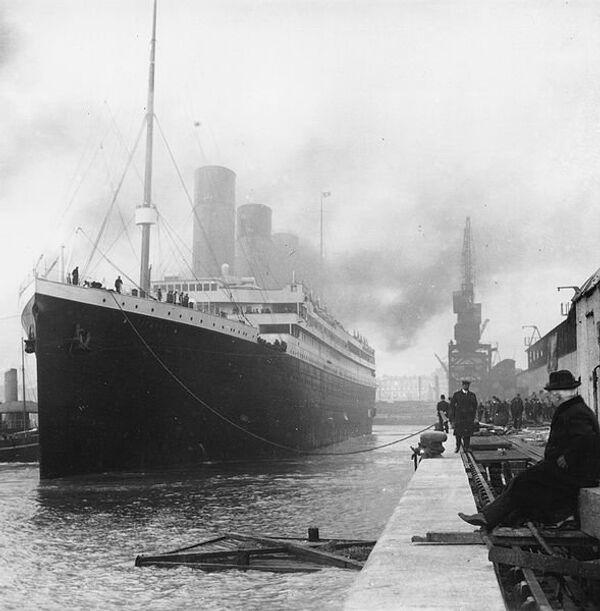 The Titanic moored at Southampton  - Sputnik International