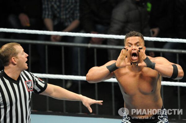 Flying Wrestlers Dazzle Crowds at RAW World Tour Show in Moscow - Sputnik International