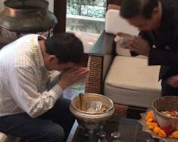 Former Thai Prime Minister Thaksin Shinawatra Washes Away Bad Karma - Sputnik International