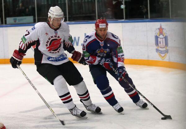 Anton Belov (left) - Sputnik International