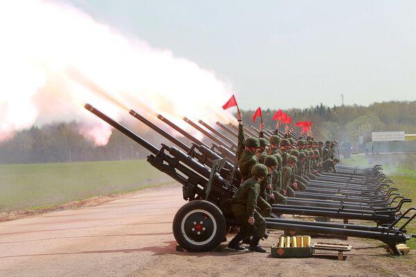 Fireworks Battalion Trains for Victory Day Display - Sputnik International