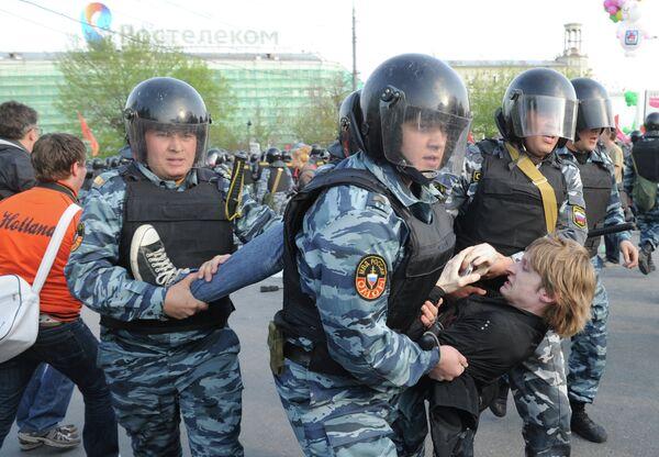 Police Break Up Anti-Putin Protest in Moscowе - Sputnik International