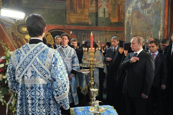 Vladimir Putin in the Novodevichy (New Maiden) convent - Sputnik International