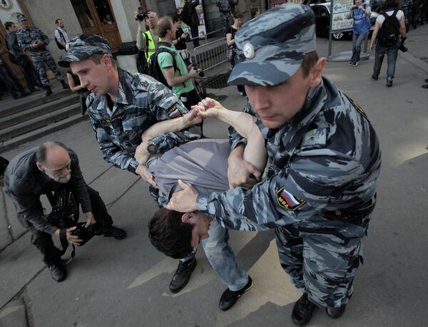 Russian Police Break Up Protest as Putin Inaugurated        - Sputnik International