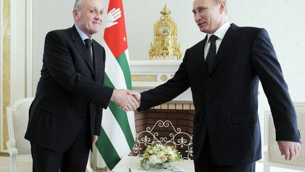 Alexander Ankvab and Vladimir Putin - Sputnik International