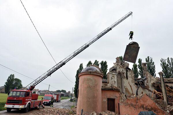 A 6.0-magnitude quake north of Bologna on Sunday killed seven people, injured over 50, and destroyed dozens of old buildings - Sputnik International