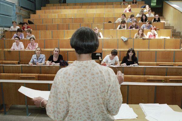 Russian Students Oppose Drop in Number of Full Scholarships          - Sputnik International