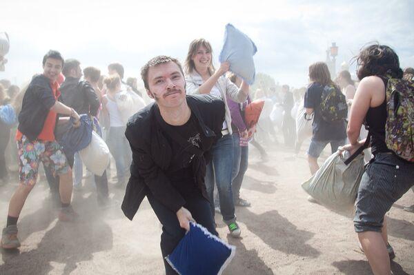 Pillow Fight in St. Petersburg     - Sputnik International