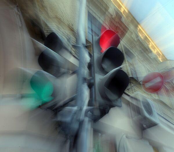 Cops Blame Driving Through Red Light on '30th Frame'          - Sputnik International
