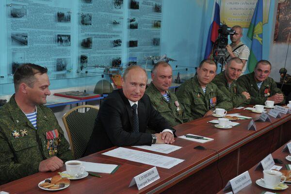 Putin Backs Russia's Support of NATO Afghan Operation    - Sputnik International