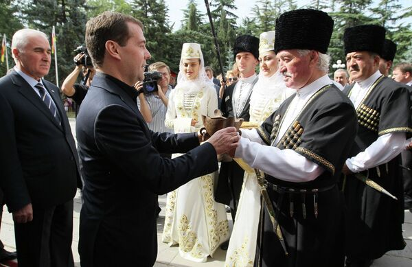 Russian Prime Minister Dmitry Medvedev in in South Ossetia where he was on a visit to mark the 4th anniversary of the 2008 attack by Georgian forces - Sputnik International