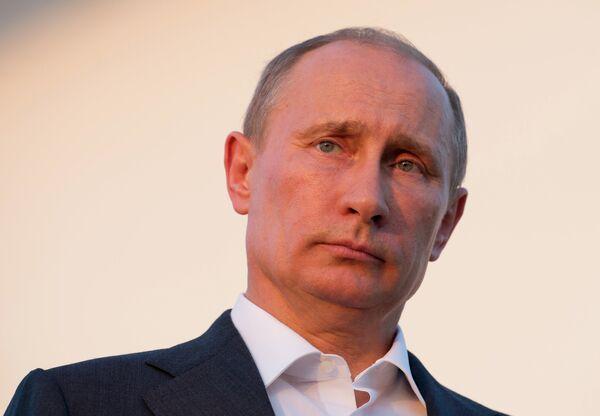 Putin arrived on an official visit to Tajikistan late on Thursday - Sputnik International