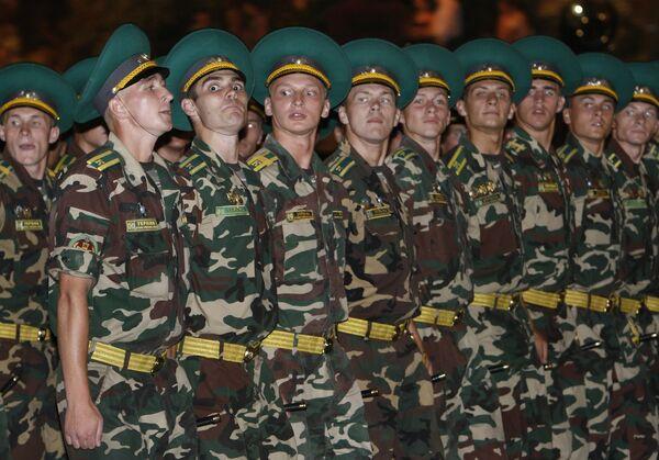 Ukranian military rehearsing Independance parade in 2011 - Sputnik International