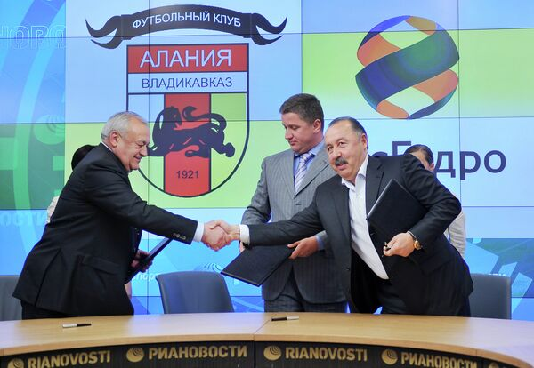 Signing of agreement between Ryshydro and FC Alania, July 18, 2012 - Sputnik International